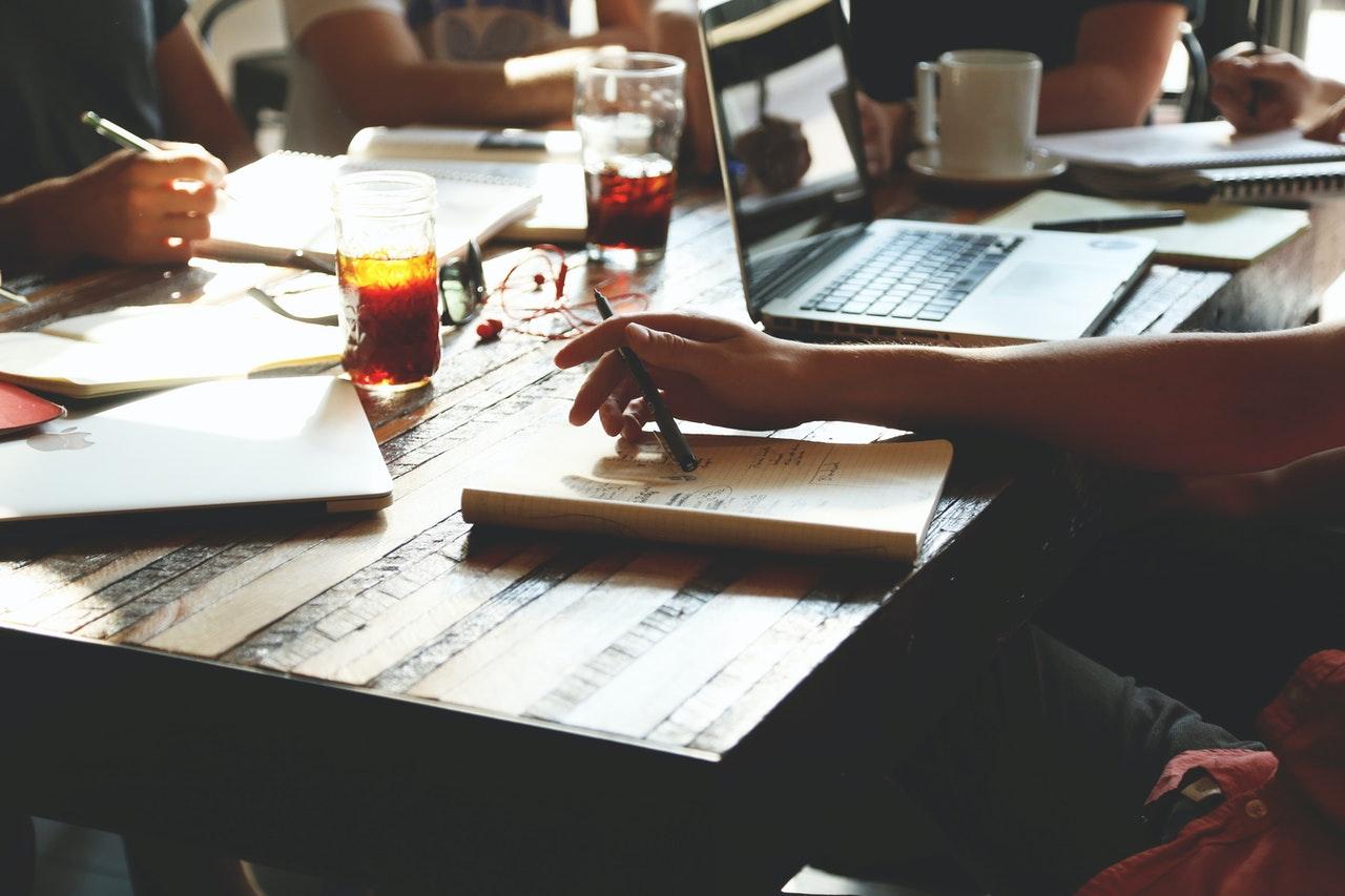 Brainstorm aan tafel